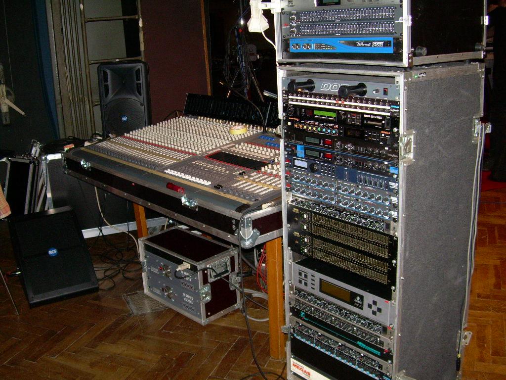 režie stage monitor mix Target 32/8/2
